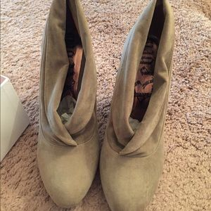 Rebels Willow Bootie Tan Suede NWT